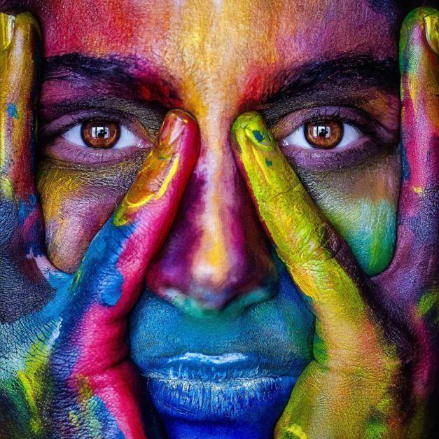 Farbe im Gesicht